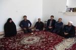 بمناسبت هفته دفاع مقدس رئیس شبکه دامپزشکی با خانواده شهید غیبی دیدار کرد